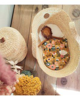 Mini Moiz – Couffin de poupée – Tissu fleuri moutarde